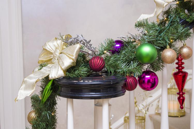 Christmas-decoration-staircase