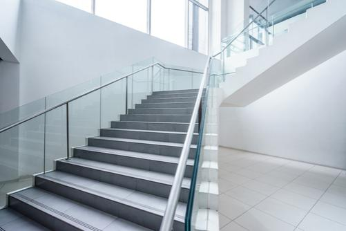 THE ADVANTAGES OF REFLECTIONS GLASS BALUSTRADE
